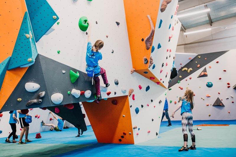 Kids Climbing at Big Rock in Milton Keynes